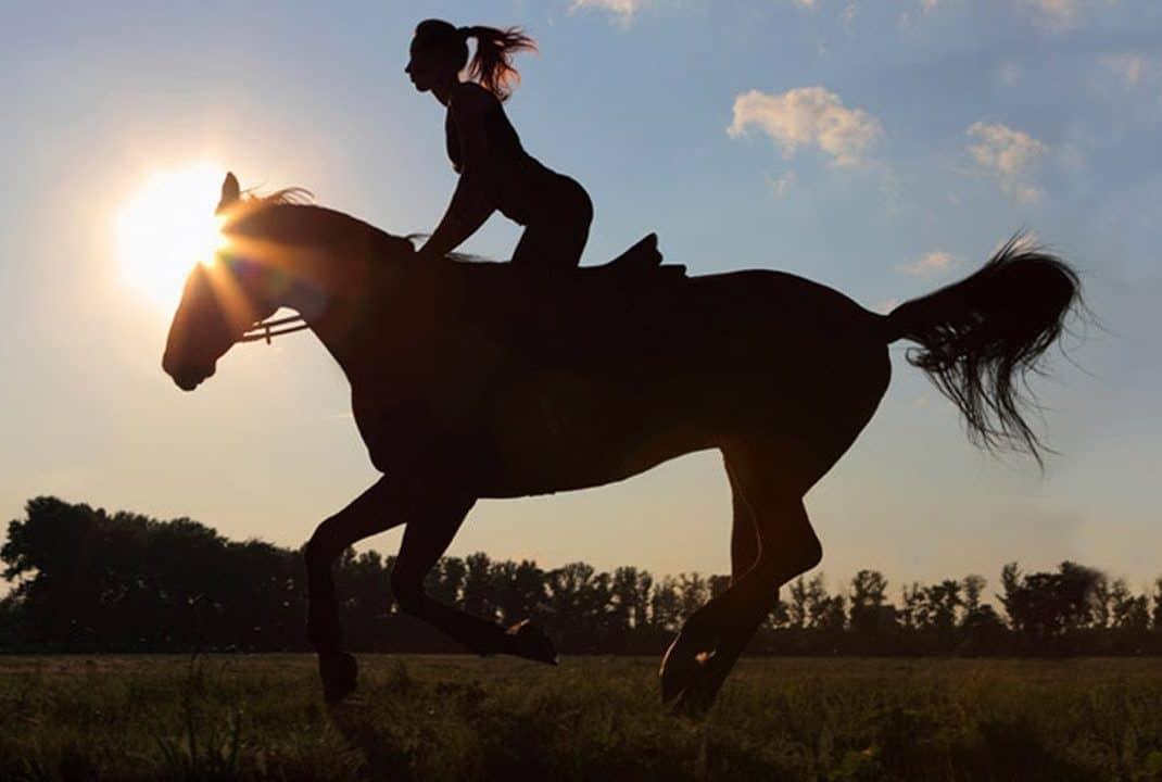 beneficios de montar a caballo en la naturaleza