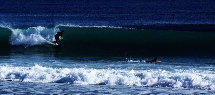 Mejores playas para practicar surf en Almeria