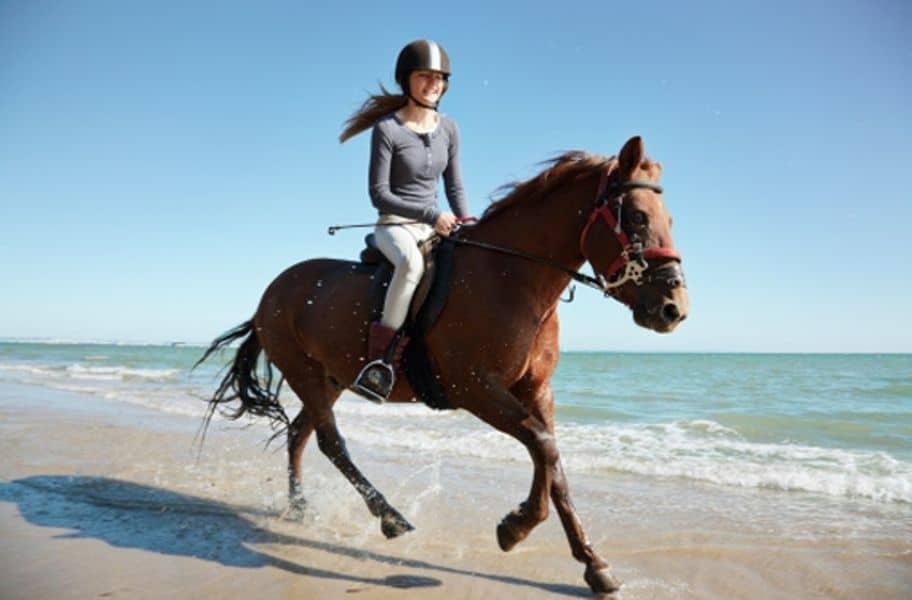 adolescente en caballo